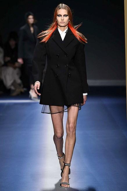 f90d67c9e1fe Sfilate di Moda - Versace - Donna Autunno Inverno 2017-18 - IoDonna