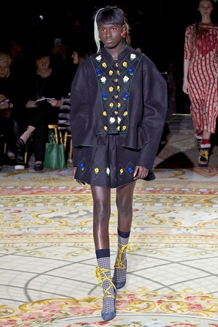 Sfilate di Moda - Vivienne-Westwood - Donna Autunno Inverno 2017-18 ... 7217b616b90