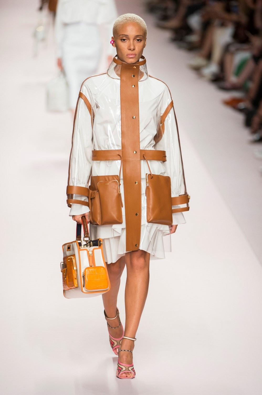 Sfilate di Moda - Fendi - Donna Primavera Estate 2019 - IoDonna 3b1c8c5c9cf