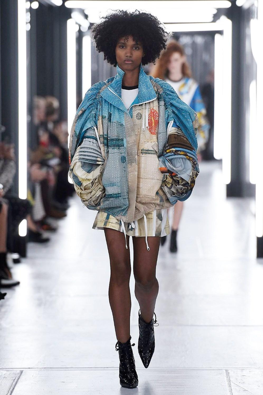 fe5ff4dc64c6 Sfilate di Moda - Louis-Vuitton - Donna Primavera Estate 2019 - IoDonna