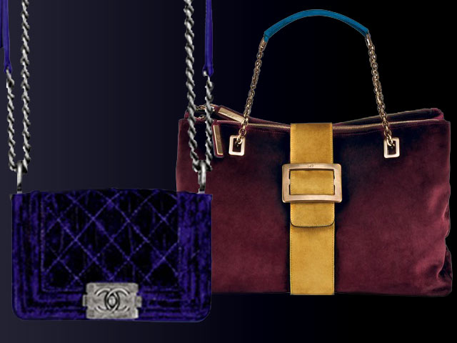 Chanel, tracolla di velluto con dettagli di metallo argentato e logo. Roger Vivier, borsa di velluto bicolore con fibbia di metallo dorato e tracolla con catena.