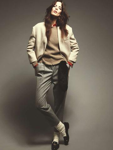 Giacca di lana con collo di pelle e pantaloni, Gianfranco Ferré. Maglione Aniye By. Camicia di seta, Equipment. Coda di volpe, Simonetta Ravizza; calzettoni Calzedonia; mocassini Church's